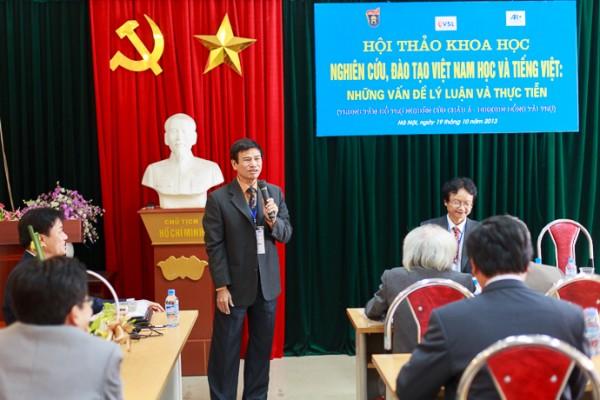 PGS.TS Trần Lê Bảo, tổng kết tiểu ban 1: Việt Nam học và đào tạo Việt Nam học. (Ảnh: Thành Long)