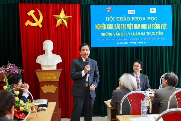 PGS.TS Đoàn Lê Giang tổng kết tiểu ban 4: Văn học- Nghệ thuật Việt Nam. (Ảnh: Thành Long)