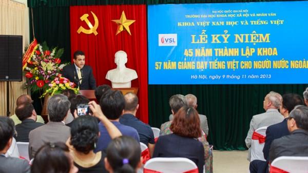 Ngài Saadi Salama (Đại sứ Palestine tại Việt Nam) thay mặt các cựu sinh viên phát biểu tại Lễ kỉ niệm.