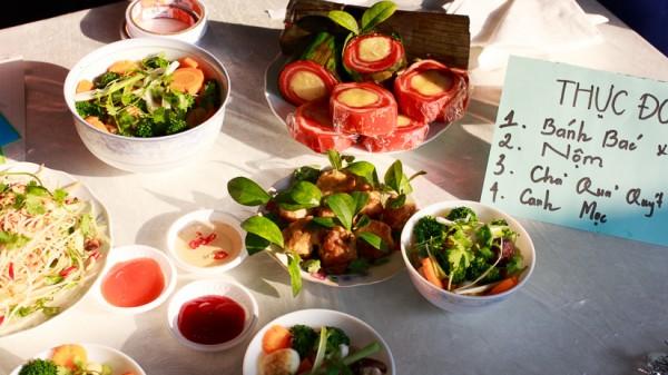 Những món ăn đầy màu sắc của K56 Việt Nam học.