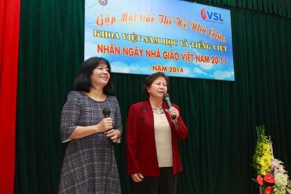 Tiết mục song ca của cô Nguyễn Bích Nga và cô Trần Thị Hường. (Ảnh: Thành Long)