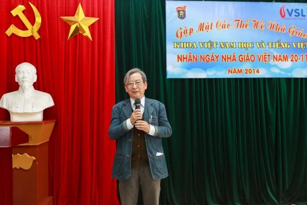 GS.NGND Đinh Văn Đức (nguyên Chủ nhiệm Khoa, Chủ tịch Hội Cựu giáo chức ĐHQGHN) phat biểu tại buổi lễ. (Ảnh: Thành Long)