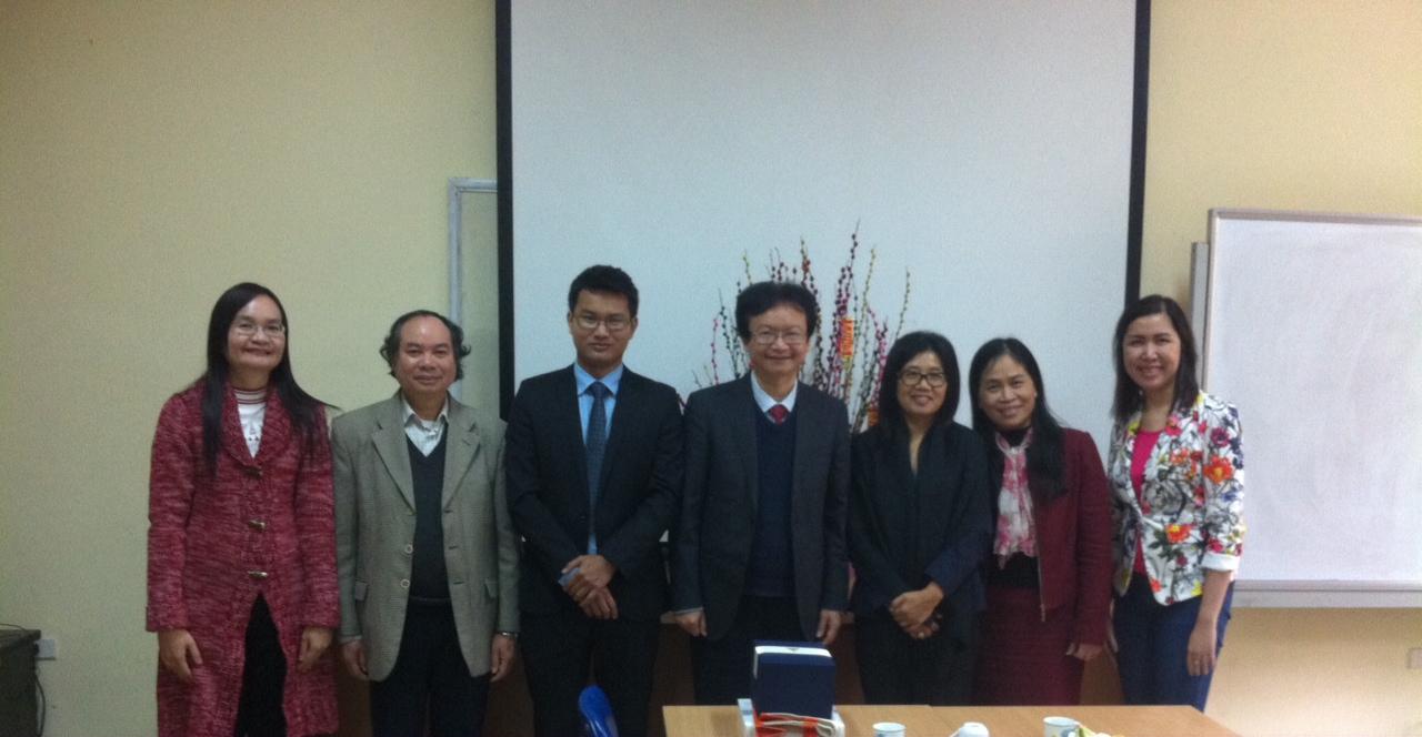 Làm việc với Đại học Ubon Ratchathani (Thái Lan)