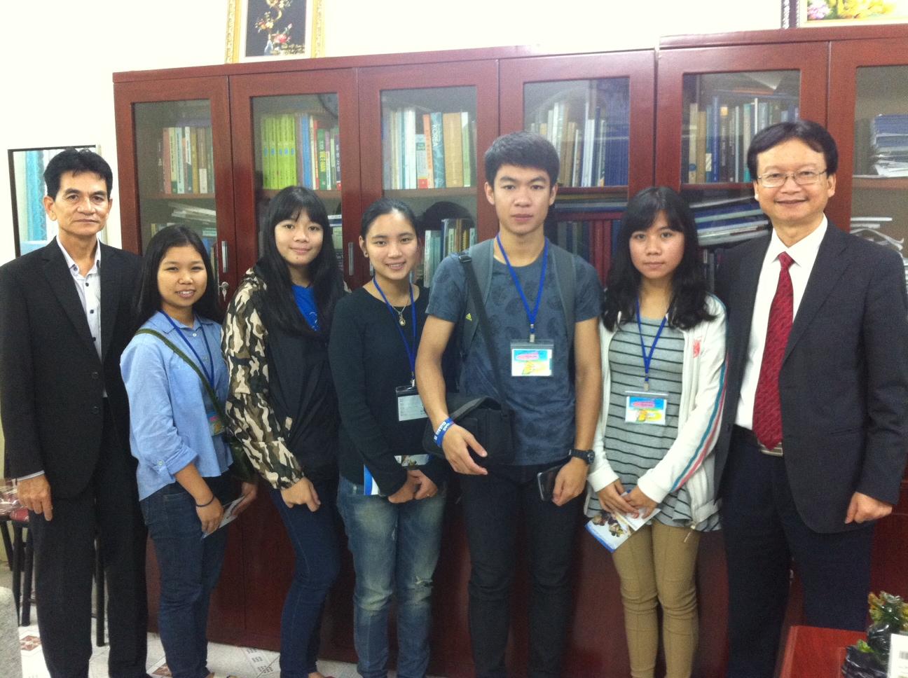 Đón đoàn học sinh THPT Phathumthep Witthayakarn, Thái Lan