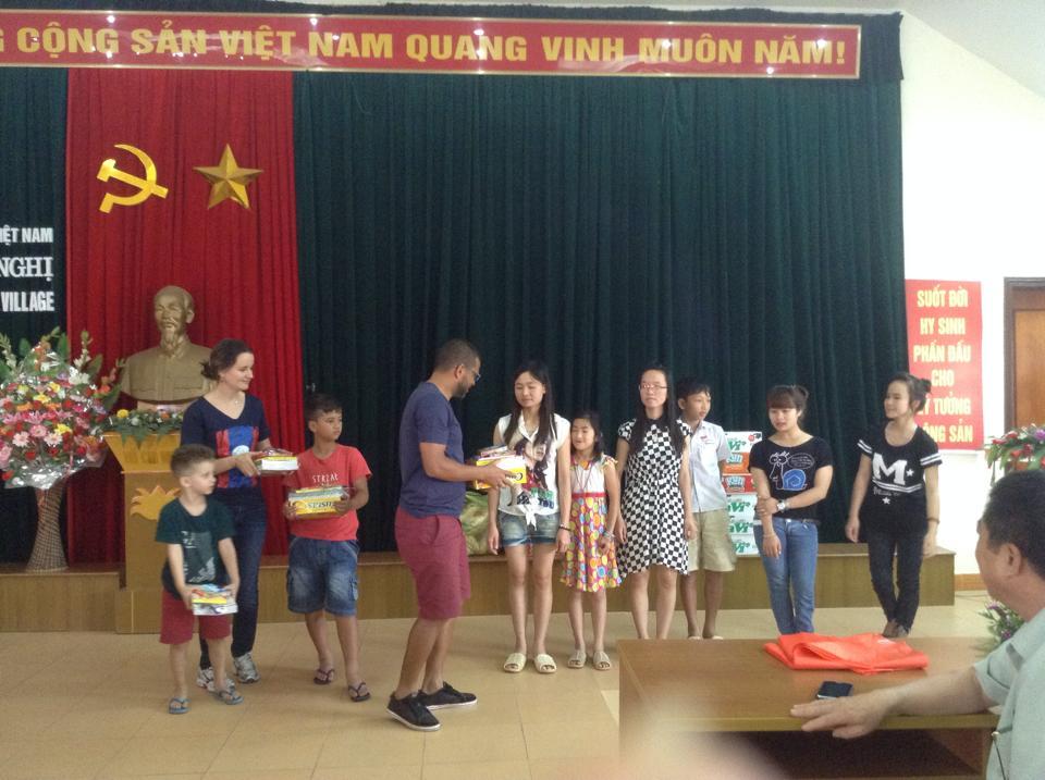 Hoạt động tình nguyện tại làng Hữu Nghị