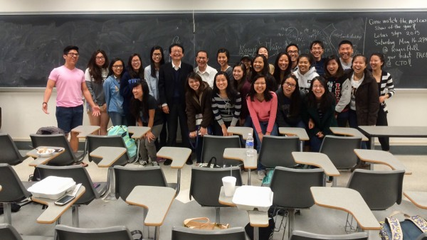 PGS.TS Nguyễn Thiện Nam giao lưu với sinh viên gốc Việt tại UCLA.