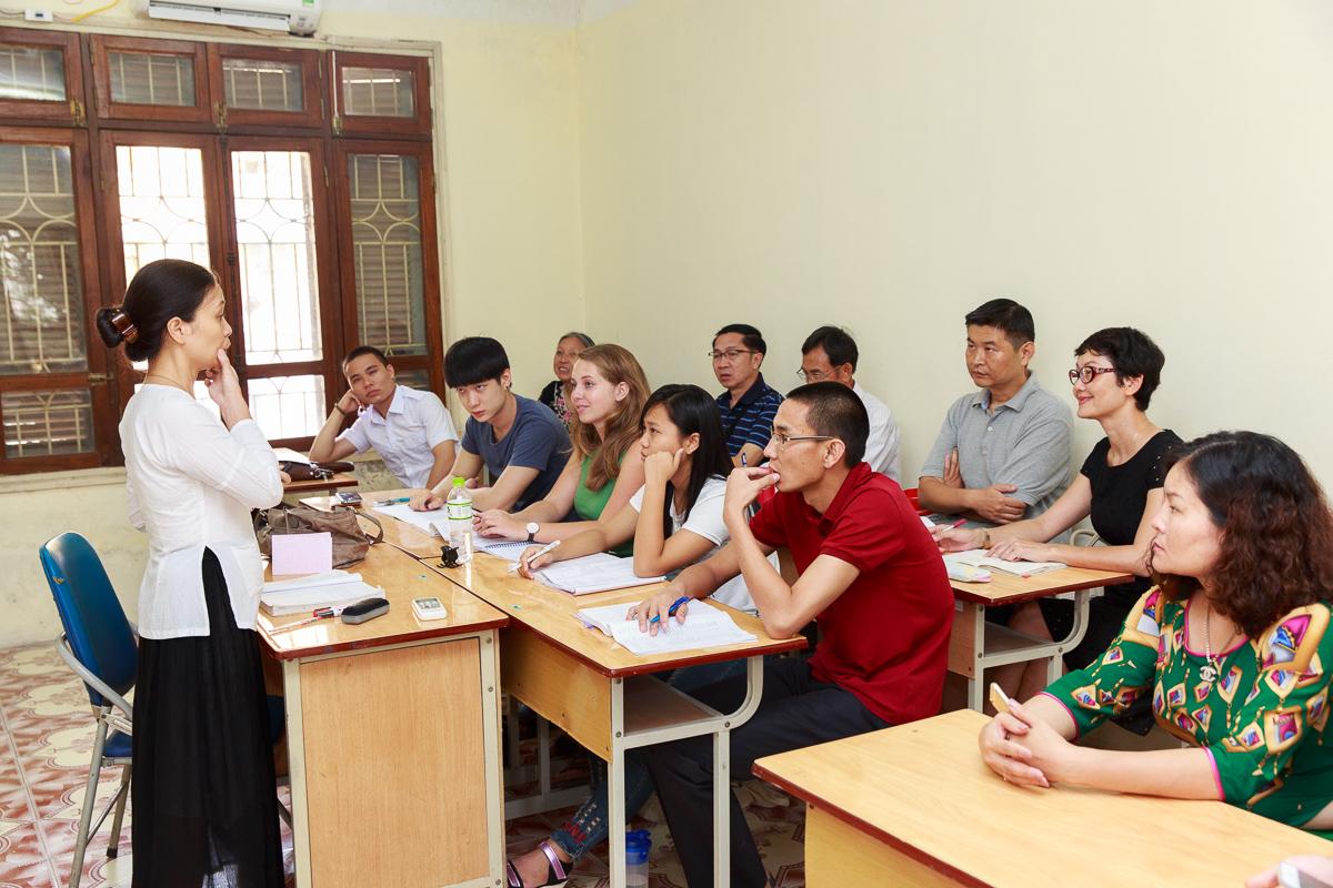 Đoàn giáo viên tiếng Việt ở nước ngoài dự giờ tại Khoa