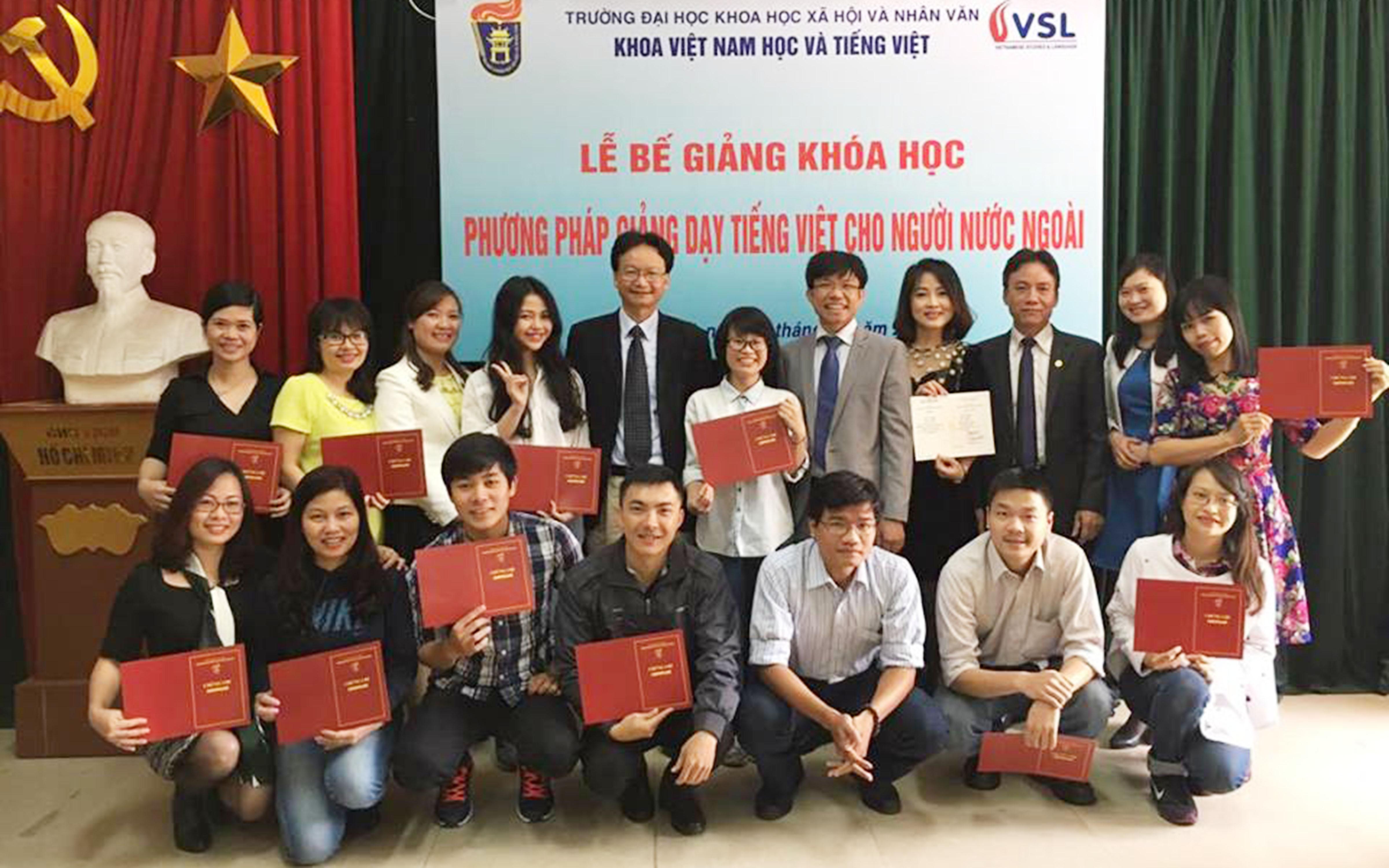 """Bế giảng khóa học """"Phương pháp giảng dạy tiếng Việt cho người nước ngoài"""""""